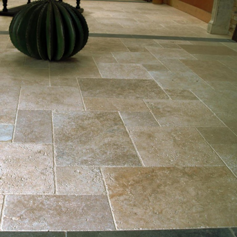 Travertin beige opus 4 format vente de carrelage saint for Carrelage exterieur grande dimension